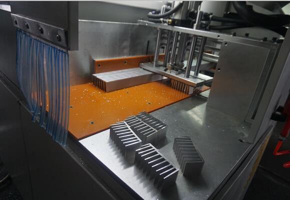 【厦门】铝合金散热器高精密锯切,用邓氏全封闭分离式切铝机