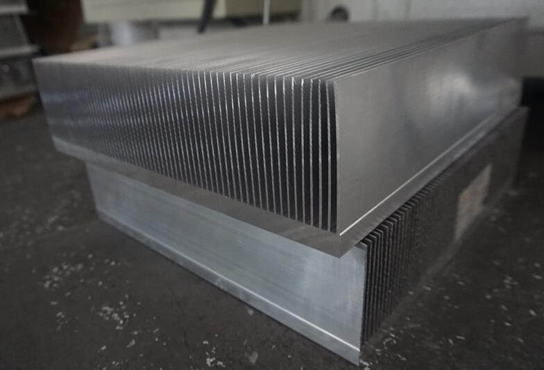 【上海】无毛刺散热器切割机选择DS-A400,签订合同已发货使用