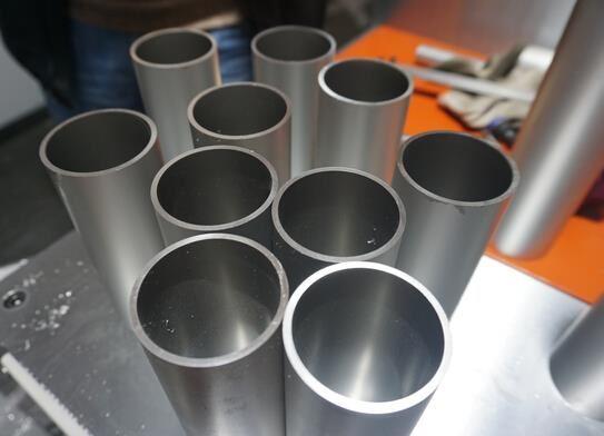【苏州】薄壁铝圆管切割老是翻边、毛刺,用邓氏切铝机免费解决锯切问题