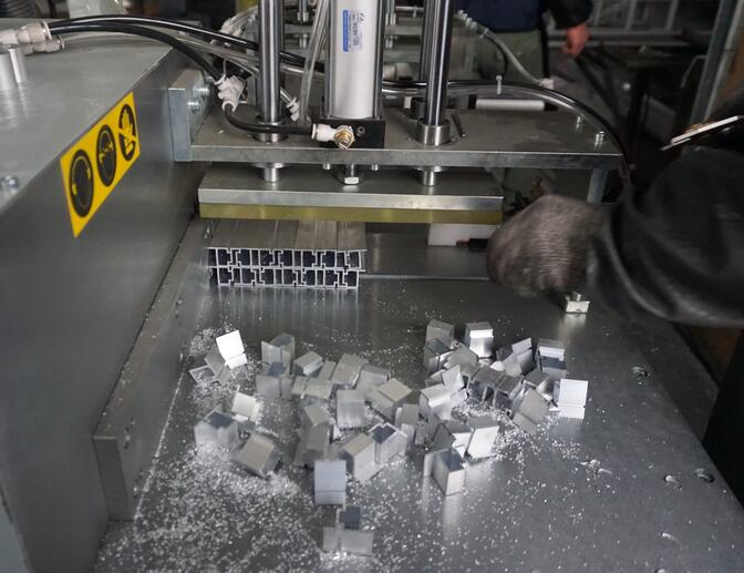 铝材切割机切割120*20mm铝型材,实现多根锯切【河北】