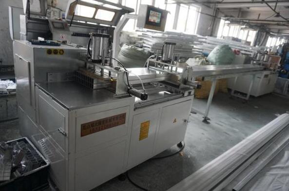 半年内在邓氏订购3台全自动切铝机,初次竟为采购锯片而来
